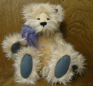 """Annette Funicello Bear Co #00052 PEACHBEARY FLUGG 15""""  NEW from our Retail Store"""