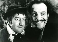 "PETER SELLERS TERRY THOMAS ""LES AVENTURES DE TOM POUCE"" (TOM THUMB) PHOTO CP"