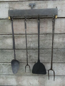 Wrought iron kitchen / fireplace rack and his utensils 18th - 19th c.