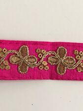 Hilo de oro antiguo indio atractivo & Lentejuelas Encaje Floral En Tela Rosa - 1 Mtr