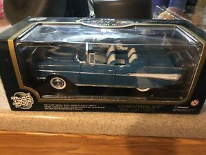 1957Chevrolet Blue Bel-air Convertible Road Legends 1:18 Scale Car