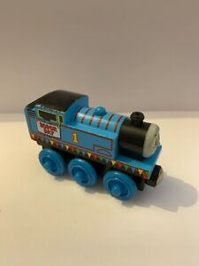 WOODEN THOMAS MAGNETIC TRAIN - REALLY USEFUL THOMAS