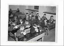 LATE 1940'S PRESS PHOTO OF HUNGARY GERMAN SCHOOL CHILDREN EATING A NEEDED LUNCH