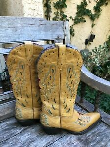 "Women's Western Tan Boots BY: LAREDO, tan leather, 2"" heel, SZ: 6-1/2/ Pre-Owned"