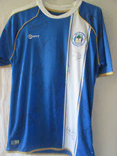 Wigan Athletic 2010-2011 squad signé home football chemise avec coa / 10083