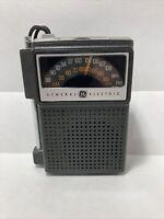 Vintage General Electric GE 7-2515 Portable Solid State AM/FM Transistor Radio