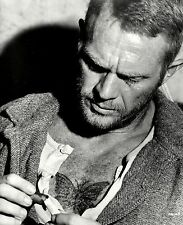 "STEVE McQUEEN IN THE FILM ""PAPILLON"" - 8X10 PUBLICITY PHOTO (BB-983)"