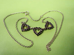 KT6 Lovely vintage 14k Yellow Gold 3 Heart Pendant Necklace sparkly Red Stones