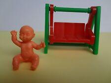 Altes Spielzeug aus dem Ü-ei 70er Jahre Baby mit breiter Schaukel, rot/grün
