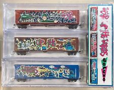 N Scale Deluxe Innovation War Of The Worlds 170803 Wood Chip Car Set Graffiti