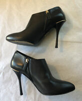 GUCCI Black Leather Ankle Boots GG Logo Back Size 6 1/2 Made In Italy Mint Cond