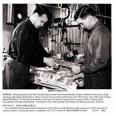 "Gordie Howe, 1951 Wire-Photo copy w/HOFer Ted Lindsay ""Working to make a living"""