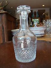 Belle carafe à whisky , en cristal moulé , hauteur totale 25 cm