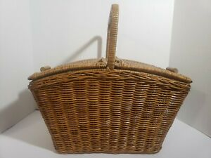 Wicker picnic basket vintage