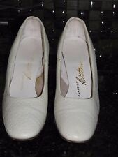 Vintage 1960's White Spectator Shoes by Paradise Kittens Size 5.5