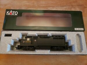 Kato HO 37-029 GP-35 Phase 1a Locomotive PRR 2299 with DB NEW IN BOX
