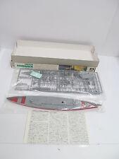 eso-11373Aoshima 101 1:700 Bismarck Bausatz geöffnet,augenscheinlich komplett