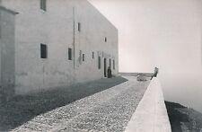 ÎLE DE SANTORIN c. 1935 - Enfant et Prêtre Monastère à Pyrgos  Grèce - DIV 6633
