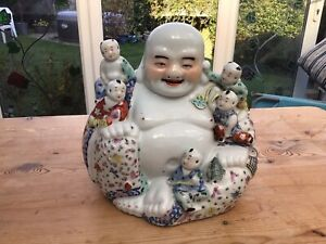VINTAGE CHINESE PORCELAIN LAUGHING BUDDHA FIGURE WITH 5 CHILDREN