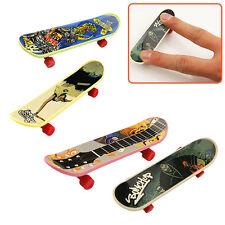 4x Plastic Mini Fingerboard Finger Skateboard Toys For Kids Children Favor DEd
