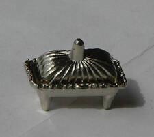Miniature en métal : boite avec couvercle