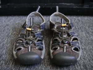 Keen Men's Size 9.5 Sandals Waterproof Black Shoes