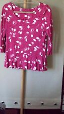 WOMENS TOP SIZE 12.   LABEL  M & M