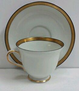 Hutschenreuther Selb Aragon Tea Cup Saucer Bavaria Germany 31505 Gold Rim 1965