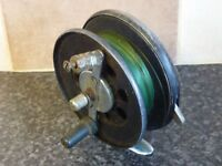 VINTAGE MOORES BLACK CAST METAL FISHING REEL WITH ON/OFF RACHET & LINE VGC