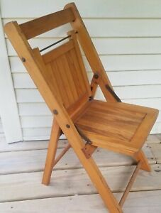 ANTIQUE CHILD'S FOLDING WOODEN DECK LAWN CHAIR GREAT CONDITION