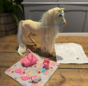 BARBIE 1995 HORSE Playset Picnic Nibbles Moving Head Magnetic