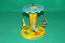 ancien jouet en tôle manège chaise avec système mécanique à ressort.