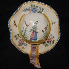 C'] Bouquetière faïence ancienne (Malicorne) en forme de chapeau