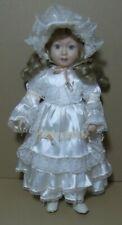 Vintage Muñeca Porcelana y trapo tela, 40 cm. dedito partido en mano Dcha.