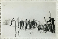 PHOTO ANCIENNE - VINTAGE SNAPSHOT - SPORT SKI GROUPE ÉQUIPEMENT - SKIING