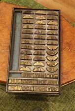 Rare old printers press with wooden box Marcador en caja de metal.