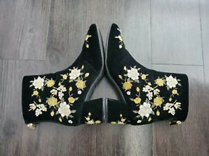 Forever 21 Size 8M Black Suede Bohemian Floral Embroidered Zip Back Ankle Bootie