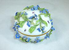 Dose Deckeldose mit aufgesetzten Blumen Meissen Knaufzeit Vergissmeinnicht