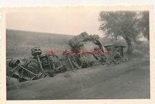 Foto, Arzt im Feldzug, Panzerschrott bei Rzęsna, Polen, 1941 (N)1827