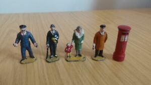 AQ582: Collection of Diecast Station Staff, Passengers & Postbox - O Gauge - Din