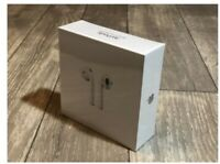 Apple AirPods 2nd Generation Wireless Earbuds & Charging Case-sealed