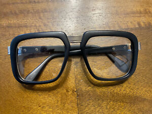 VINTAGE 60s 70s BLACK AND GOLD SQUARED HEAVY FASHION EYEGLASSES