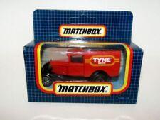 Modellini statici di auto, furgoni e camion rosso Matchbox Superfast