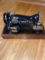 Vintage 1947 Model 15-90 Portable Singer Sewing Machine w/Bentwood  Case & Key