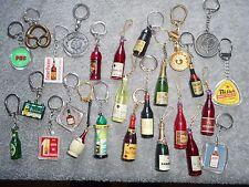 lot de 26  Porte clefs 1965 PUB  thème : BOISSONS ALCOOL et Cie n°2