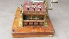 Ancien original générateur de courant à manivelle pour téléphone de gare SNCF