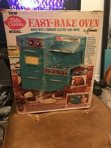 KENNER'S MODEL EASY-BAKE OVEN 1970 MODEL 1500 VINTAGE HTF WITH BOX TURQUOISE!!!!