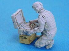 Legend 1/35 Modern US Army EOD Robot Controller Soldier [Resin Figure] LF0131