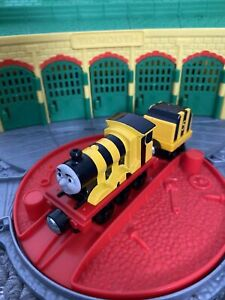 Thomas The Tank Engine Take & Play Train - Busy as A Bee James 5 & Tender