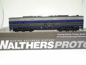 Walthers Proto Ho E-8B locomotive, B&O 2415